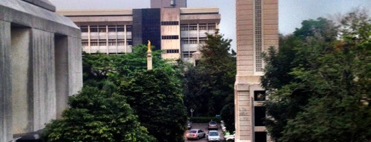Assumption University is one of Orte, die Talerngsak gefallen.