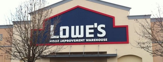 Lowe's Home Improvement is one of Robby'un Beğendiği Mekanlar.