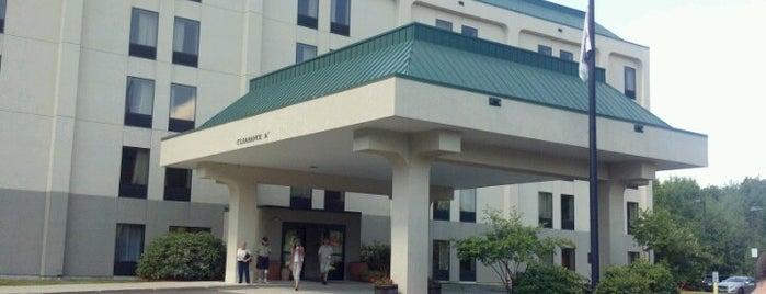 Hampton Inn by Hilton is one of Tempat yang Disukai Mark.