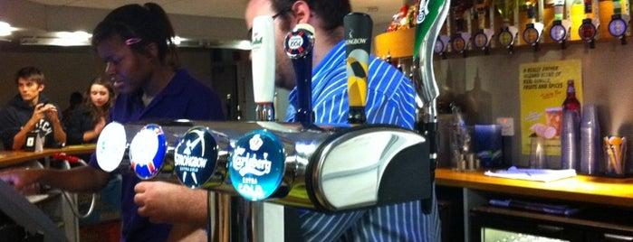 UCLU Phineas Bar is one of Lee'nin Beğendiği Mekanlar.