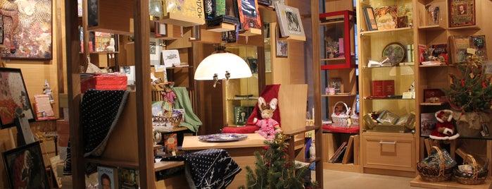 Книжный магазин «Москва» is one of Locais curtidos por Anna.