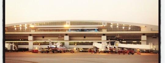 Международный аэропорт Даллас/Форт-Уэрт (DFW) is one of Flyin' Around the Globe.