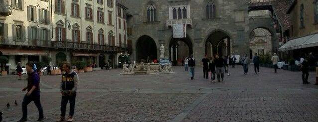 Piazza Vecchia is one of Viaggiatori'nin Beğendiği Mekanlar.