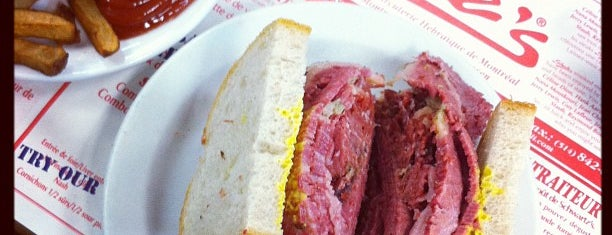 Schwartz's Montreal Hebrew Delicatessen is one of Posti che sono piaciuti a Joseph.