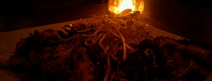 Thai Restaurante Tailandês is one of สถานที่ที่บันทึกไว้ของ Wesley.