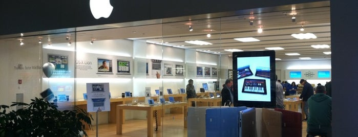 Apple The Fashion Mall at Keystone is one of Locais curtidos por David.
