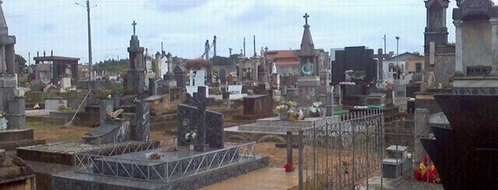 Cemitério De Pontalina is one of Posti che sono piaciuti a Rogerio.