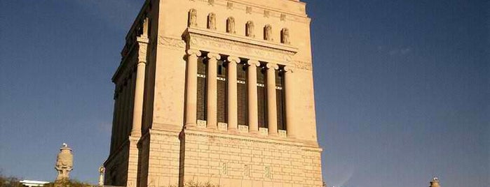 Indiana World War Memorial is one of StorefrontSticker City Guides: Indianapolis.