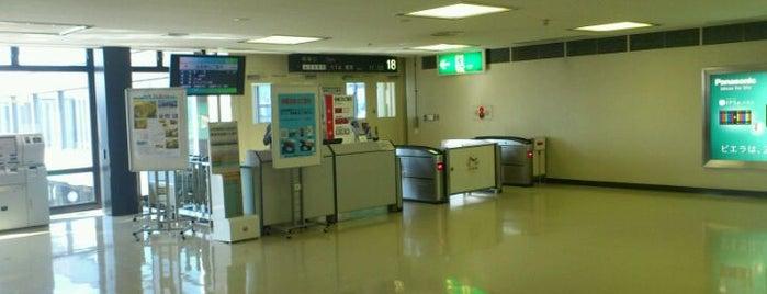 Gate 18 is one of 大阪国際空港(伊丹空港) 搭乗口 ITM gate.