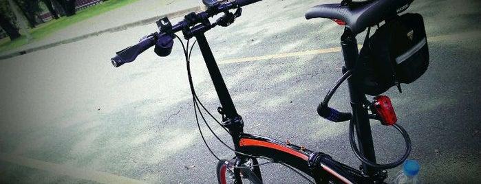 Lumphini Bicycle Track is one of Gespeicherte Orte von Beryl Anne.