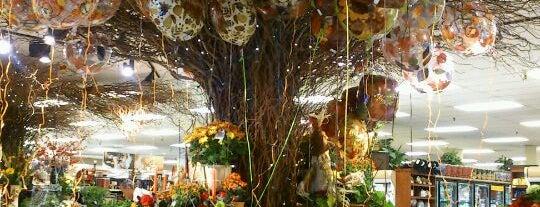 Fry's Marketplace is one of Kelli : понравившиеся места.