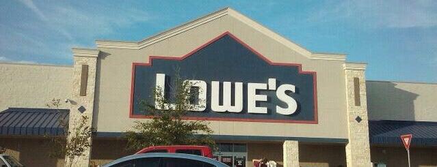 Lowe's is one of Orte, die Jenn 🌺 gefallen.