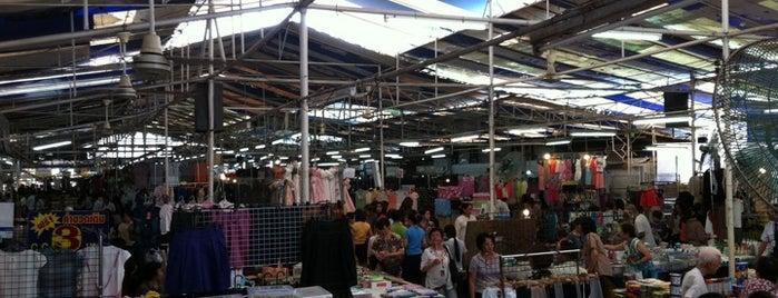 ตลาดนัดสีลมซอย10 (หลังตึกITF) is one of Bangkok.