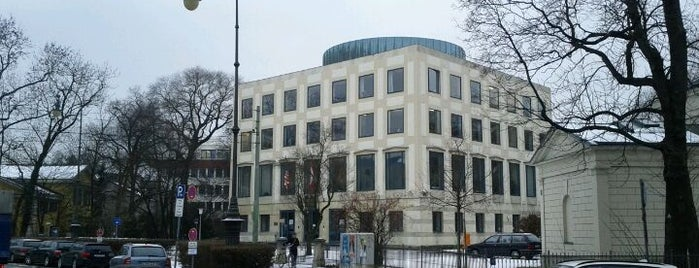 Amerikahaus is one of สถานที่ที่ Bastian ถูกใจ.