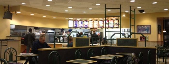 Taco Bell is one of Tempat yang Disukai Alan.
