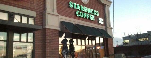 Starbucks is one of Locais curtidos por Wendy.