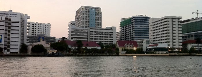 Siriraj Hospital is one of Posti che sono piaciuti a Yodpha.
