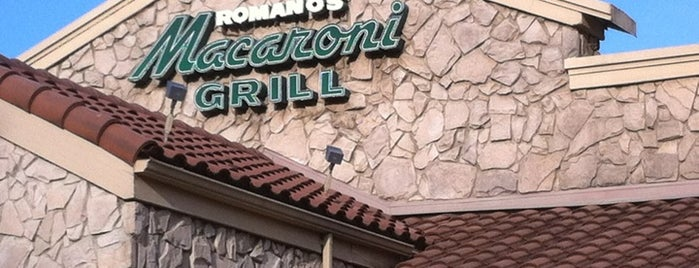 Romano's Macaroni Grill is one of Lugares favoritos de Ethan.