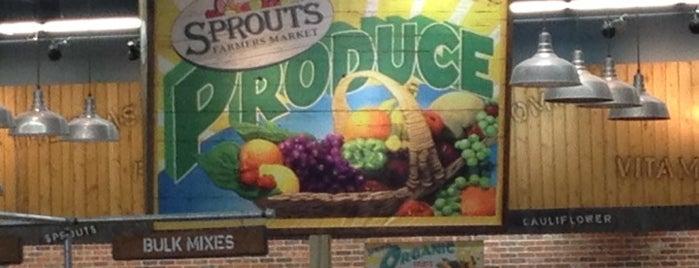 Sprouts Farmers Market is one of Lugares favoritos de Alan.