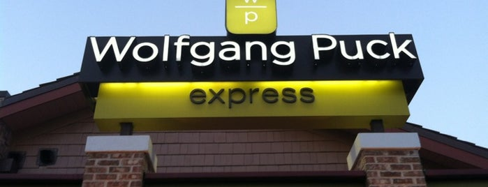 Wolfgang Puck Express (Marketplace) is one of Posti che sono piaciuti a Aljon.