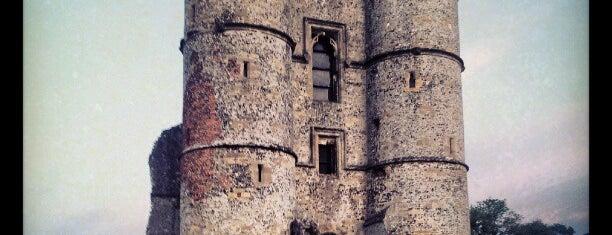 Donnington Castle is one of Tempat yang Disukai Carl.