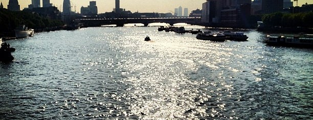 Waterloo Bridge is one of Frau 님이 좋아한 장소.