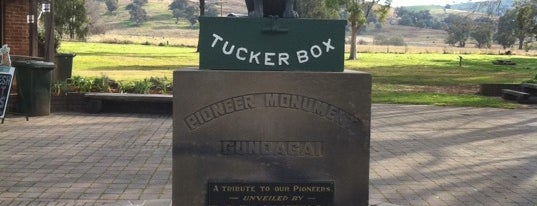 The Dog on the Tuckerbox is one of Famous Statues Around the World.