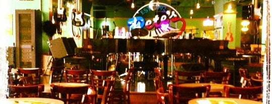 Pete's Dueling Piano Bar is one of Orte, die Fatih gefallen.