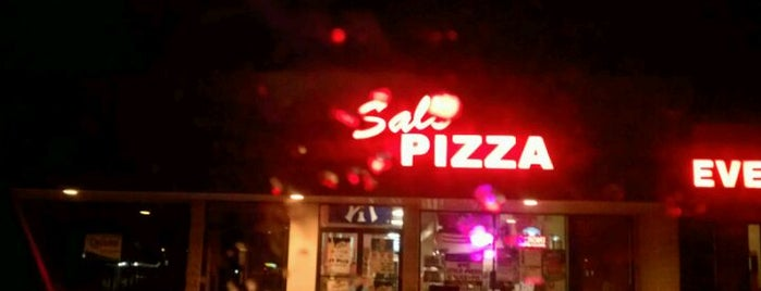Sal's Pizza is one of Georgeさんのお気に入りスポット.