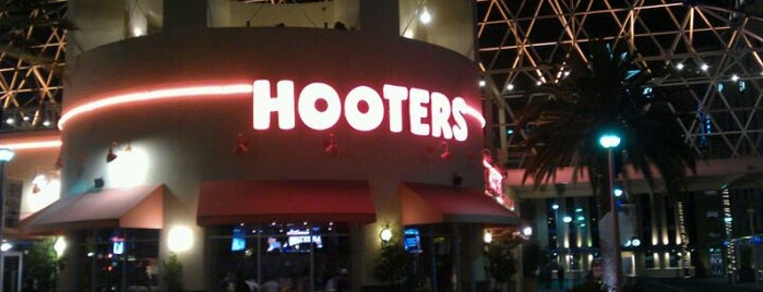 Hooters is one of Orte, die Coco gefallen.