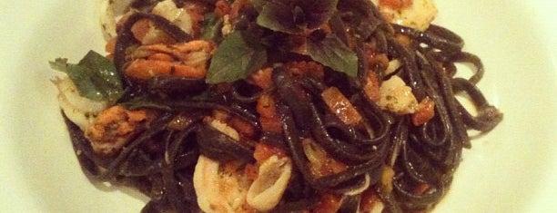 Quattro Gastronomia is one of Locais salvos de Cris.