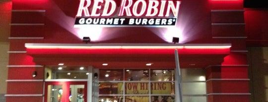 Red Robin Gourmet Burgers and Brews is one of Locais salvos de Sandra.
