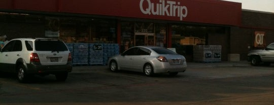 QuikTrip is one of Crawfordさんのお気に入りスポット.