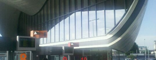 Slough Central Bus Station is one of Carlさんのお気に入りスポット.