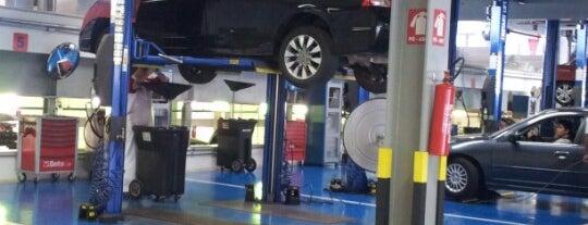 Plaza Motors (Honda) is one of Locais curtidos por Cristiane.