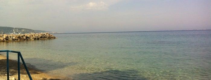 Katarraktis Beach is one of chios.