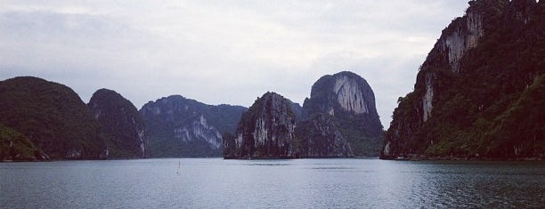 Vịnh Hạ Long (Ha Long Bay) is one of Hopefully, I'll visit these places one day....