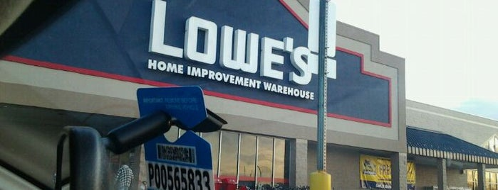 Lowe's is one of Lieux qui ont plu à Ishka.