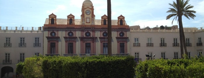 Plaza de la Constitución - Plaza Vieja is one of QUE VISITAR CUANDO ESTAS EN ALMERIA.