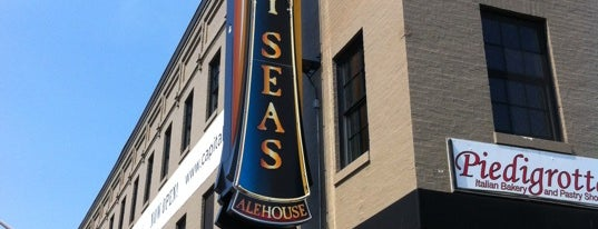Heavy Seas Alehouse is one of Locais curtidos por Christopher.