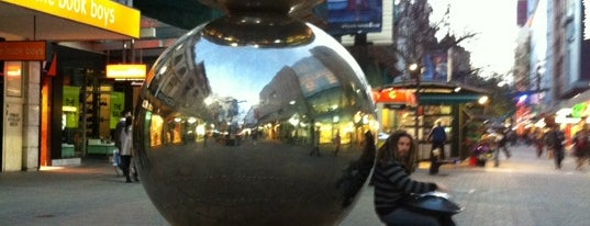 Rundle Mall is one of Locais curtidos por Sally.