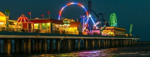 Galveston Island Historic Pleasure Pier is one of สถานที่ที่ Rita ถูกใจ.