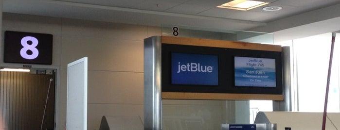 JetBlue Terminal is one of Lindsaye'nin Beğendiği Mekanlar.