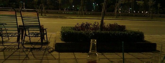 Cafe Đại Lộ Đông Tây - Lương Đình Của is one of Elena : понравившиеся места.