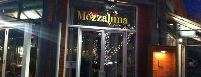 Mezzaluna Aspen is one of InTheKnowDallasさんのお気に入りスポット.