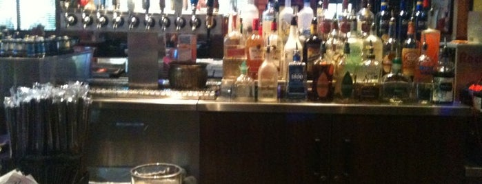 Smokey Bones Bar & Fire Grill is one of Stephie's List......