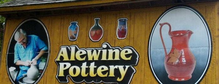 Alewine Pottery is one of Cralie 님이 저장한 장소.