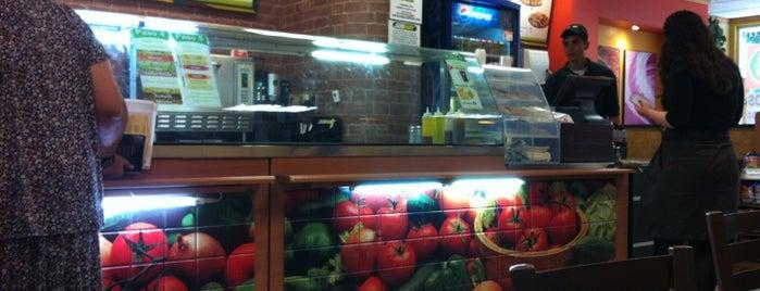 Subway is one of Tempat yang Disukai Bob.