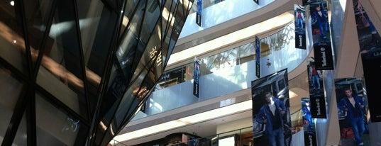 Raffles City is one of Posti che sono piaciuti a Andrea.
