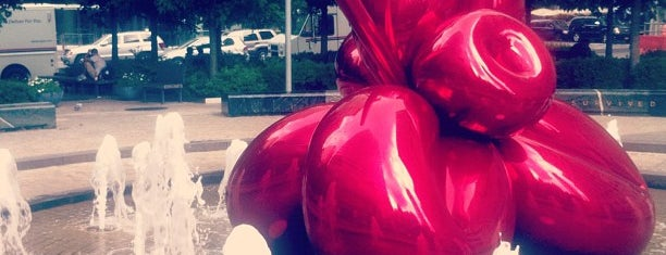 Jeff Koons Balloon Flower is one of Locais curtidos por Erik.